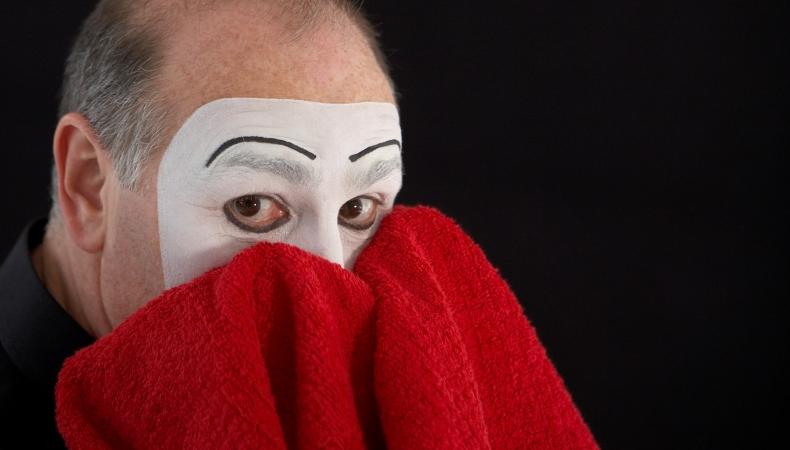 Carlos Martinez Pantomime, Carlos Martínez, Pantomime, imaginatio miraculosa, red Towel